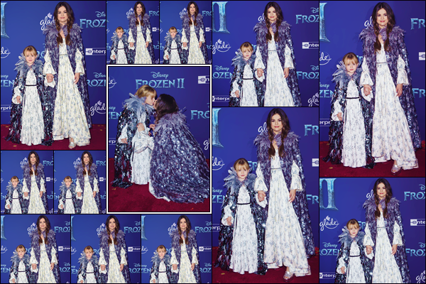 """- """"•-07/11/19-─"""": Selena Gomez était à l'avant-première du film « Frozen II » avec sa soeur Gracie à Los Angeles. Toutes les deux dans leurs costumes assortis, Selena Gomez et sa petite soeur Gracie prenaient la pose sur le tapis rouge du film de Disney. -"""