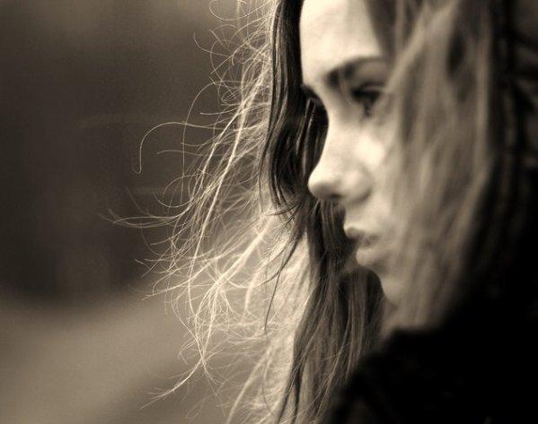 « Rêve, si sa peut te consoler, pleure si sa peut te soulager, mais relève toi, Reste fière et souris, car la vie n'est pas finie.»