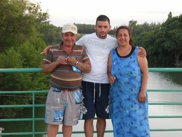 ma mere mon titi amoure et mon pere a la rivier et 2010