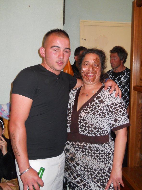 mon frere davide et ma bellemer elle et plin de chocola dans le vigaje mdr le 23.04.2011