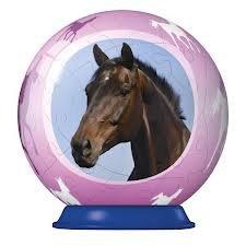Voici boule dans la quel il y a une tête de cheval