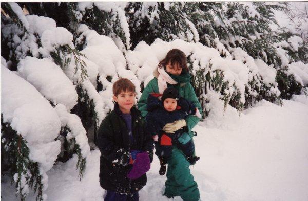 MES ENFANTS  1er neige pour ta petite soeur décembre 1990