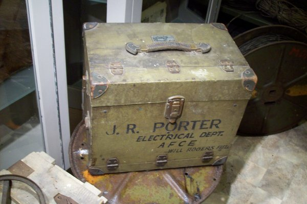pièce rare : boite d'appareil photographique us. d'avion de recon.   ORIGINAL WW2