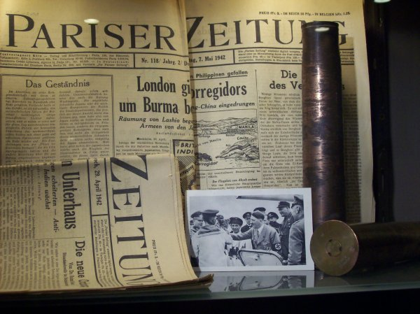 lot de journaux all. , douilles 37mm , carte de propagande   ORIGINAL  WW2
