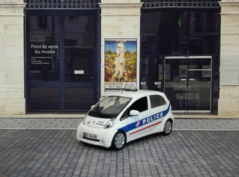 Police Nationale Mondiale de l'Auto 2012  - Peugeot Ion