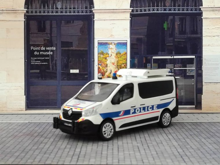 Police Nationale - Renault Trafic Autoroute