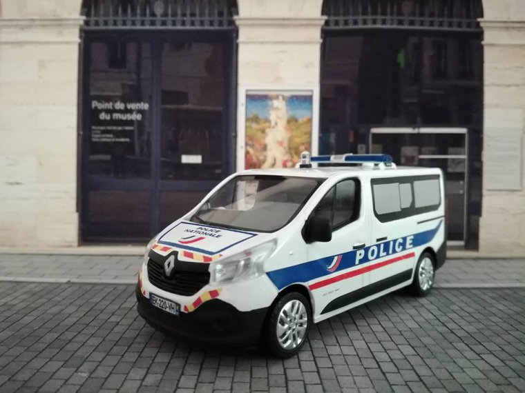 Police Nationale - Renault Trafic Police Secours