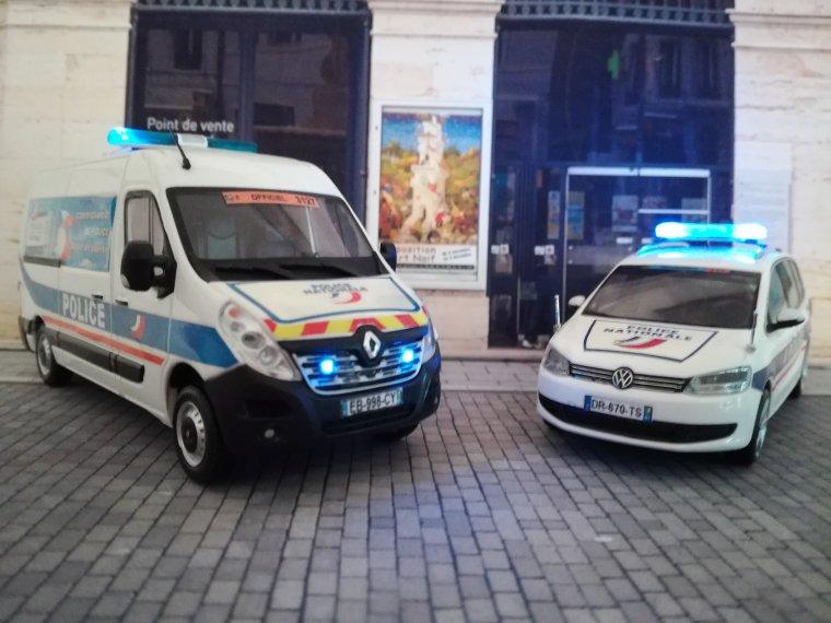 Police Nationale - Tour de France - Renault Master 3 et VW Sharan ( leds cms )