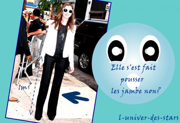 Anne Hathaway est ses drôles de jambes !!!