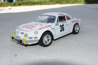 A 110 version Défense Mondiale au 1/18 Burago
