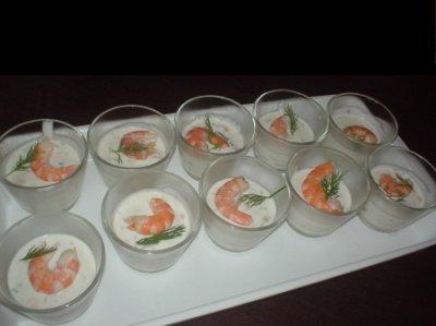 Verrines aux dés de saumon et crevettes