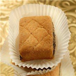 Makrouts tmar (gâteaux de semoule farcis aux dattes)