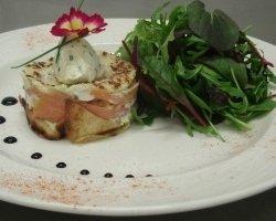 Millefeuille de crêpes au saumon cru