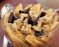 Pépites de muesli croustillant et salade de pomme et poire