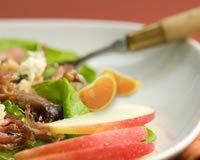 Salade au confit de canard, aux pommes et aux clémentines