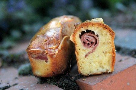 Cake aux oignons nouveaux, spirale de coppa