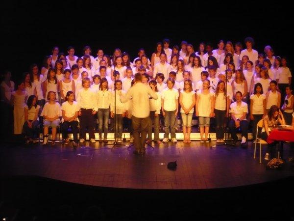 Chorale 2010/2011 avec le Collège Des Sables D'Ollones.