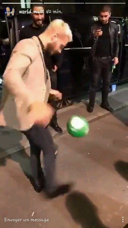 Matt qui joue au ballon
