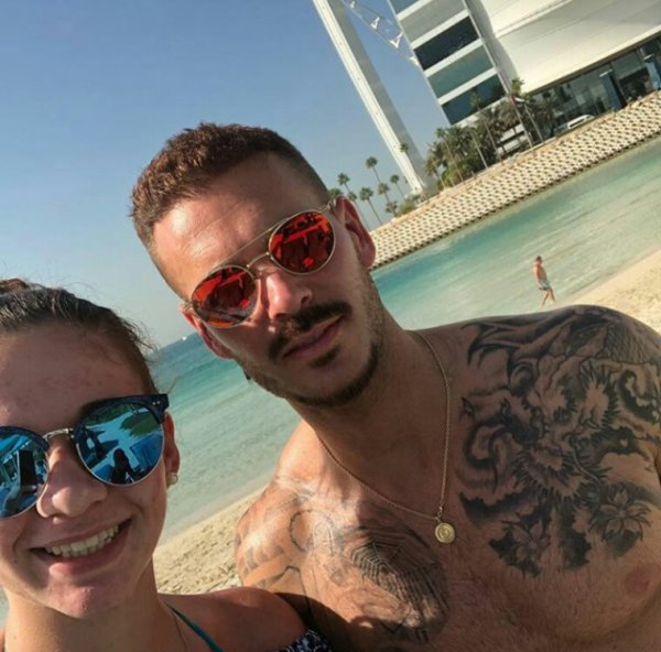 Matt Et Christina Sur La Plage De Dubai