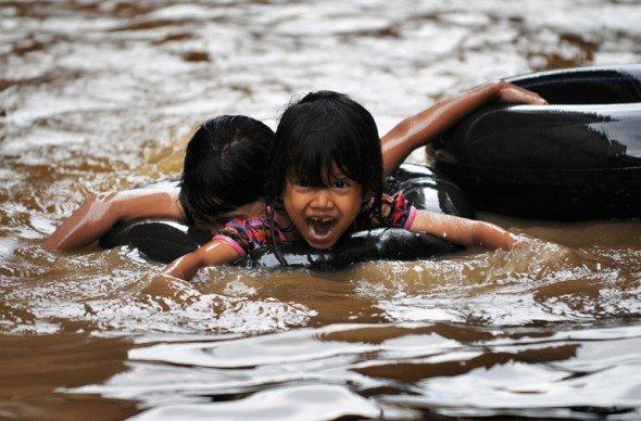 Indonésie  la capitale submergée par les inondations !