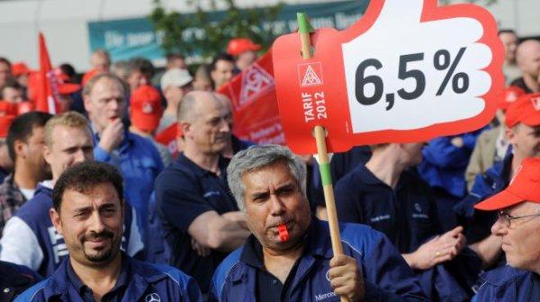 En Allemagne, les grèves se multiplient face à l'austérité!Mais, on nous a pourtant dit que l'Allemagne était un pays très fort, un modèle à suivre, un exemple européen et que tout allait bien chez eux! Nous aurait-on menti? sa sent la fin de l histoire !