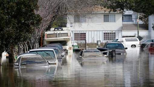 BIG ONE MONDIAL IMMINENT  ET FIN DE VIE SUR TERRE  ! ARRIVEE DE NIBIRU :Des inondations provoquent des milliers d'évacuations en Californie