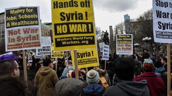 LE NOUVEL ORDRE MONDIAL SATANIQUE NAZI TREMBLE ! LE REVEIL DE LA FORCE EST EN MARCHE : Les Américains descendent dans les rues pour protester contre les frappes en Syrie