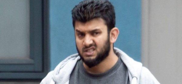 NOUVEL ORDRE MONDIAL SATANIQUE NAZI ET 3 GUERRE MONDIAL 2017 EN MARCHE: Scoop. Attaque chimique en Syrie: Le médecin qui a annoncé l'attaque de Khan Sheikhoun s'appelle Shajul Islam. Il a été poursuivi pour terrorisme en Grande Bretagne.
