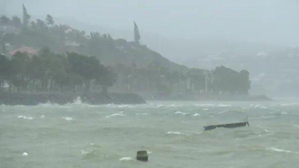 BIG ONE MONDIAL IMMINENT ET FIN DE VIE SUR TERRE ! ARRIVEE DE NIBIRU :Nouvelle-Calédonie : face au cyclone Cook, l'alerte maximale a été déclenchée