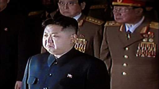 3 GUERRE MONDIAL 2017 EN MARCHE :Pyongyang promet de répondre au déploiement de la Marine américaine
