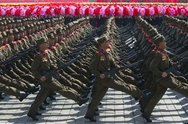 3 GUERRE MONDIAL 2017 EN MARCHE : La Corée du Nord évacue 600,000 personnes de sa capitale en prévision de frappes américaines! Fuite d'infos ! (vidéo)