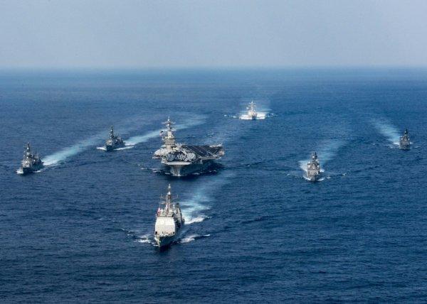 """NOUVEL ORDRE MONDIAL SATANIQUE NAZI ET 3 GUERRE MONDIAL 2017 EN MARCHE: Un amiral américain reconnaît le fiasco de """"l'armada"""" en route vers la Corée du Nord"""