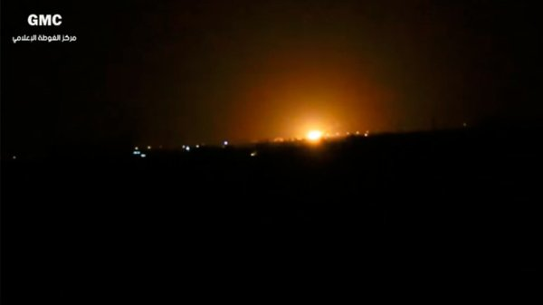 3 GUERRE MONDIAL 2017 EN MARCHE :Syrie : un raid israélien aurait visé un dépôt d'armes du Hezbollah près de l'aéroport de Damas