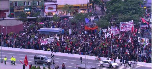 NOUVEL ORDRE MONDIAL SATANIQUE NAZI :ORDO AB CHAOS: Pendant ce temps au Brésil : manifestations violentes en marge de la grève générale