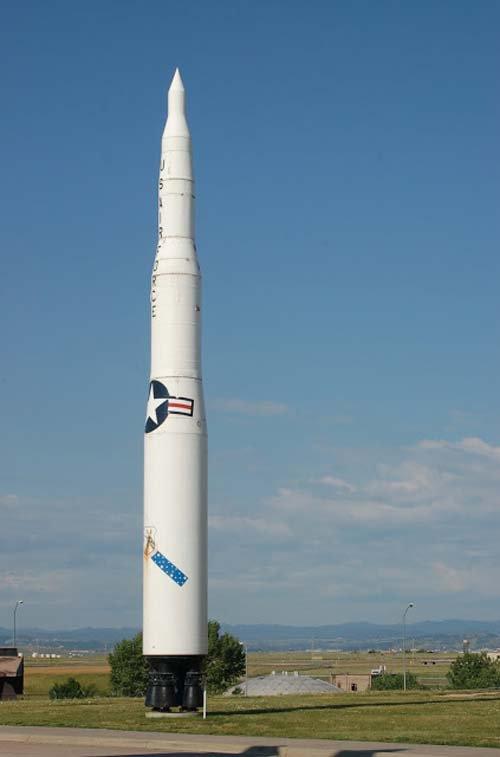 3 GUERRE MONDIAL 2017 EN MARCHE :Une semaine après le test de leur missile balistique intercontinental Minuteman III, les États-Unis envisagent de procéder à un nouvel essai qui serait fixé, d'après Fox News, au mercredi 3 mai