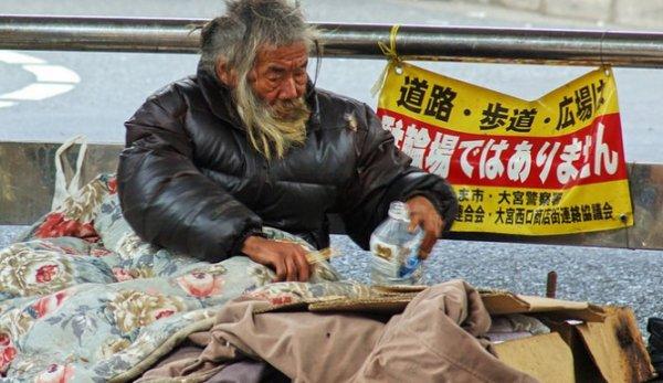 NOUVEL ORDRE MONDIAL SATANIQUE NAZI :C'est bien le néo-libéralisme ! Au Japon les retraités font tout pour aller en prison
