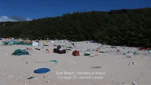 FIN DE VIE SUR TERRE ORGANISEE : Une île déserte parmi les plus reculées au monde jonchée de plastique