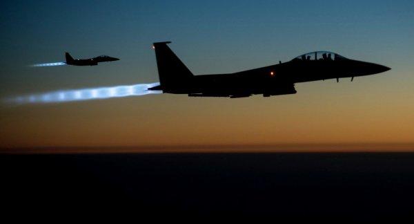 3 GUERRE MONDIAL 2017 EN MARCHE :La coalition US attaque les forces pro-Assad dans le sud du pays