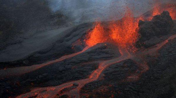 BIG ONE MONDIAL IMMINENT ET FIN DE VIE SUR TERRE ! ARRIVEE DE NIBIRU :Réunion :le Piton de la Fournaise est entré en éruption