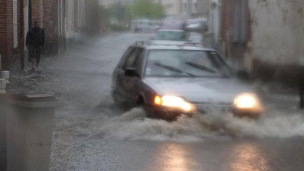 BIG ONE MONDIAL IMMINENT ET FIN DE VIE SUR TERRE ! ARRIVEE DE NIBIRU :Trombes d'eau et des inondations à Abbeville