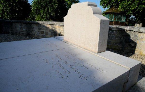 NOUVEL ORDRE MONDIAL SATANIQUE NAZI :La tombe du général de Gaulle profanée