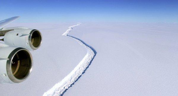BIG ONE MONDIAL IMMINENT ET FIN DE VIE SUR TERRE ! ARRIVEE DE NIBIRU : L'iceberg le plus grand du monde est sur le point de naître