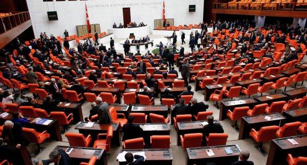 3 GUERRE MONDIAL 2017 EN MARCHE :Le parlement turc autorise le déploiement de troupes sur une base au Qatar