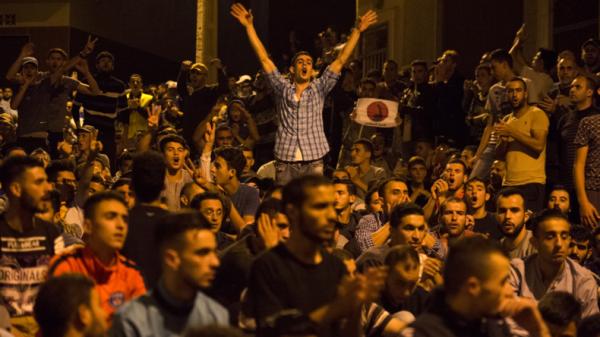 NOUVEL ORDRE MONDIAL SATANIQUE NAZI :ORDO AB CHAOS : primtemps Marocain :Maroc : manifestations à Al-Hoceïma, heurts entre jeunes et policiers