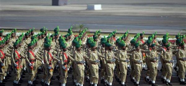 3 GUERRE MONDIAL 2017 EN MARCHE :Le Pakistan envoie 20 000 militaires au Qatar