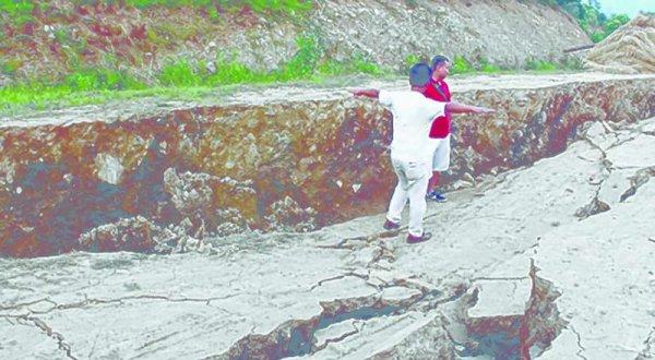 BIG ONE MONDIAL IMMINENT ET FIN DE VIE SUR TERRE ! ARRIVEE DE NIBIRU :Une gigantesque fissure de 5 kilomètres s'étend et s'élargit depuis le 4 juin dernier, détruisant plusieurs villages dans l'état indien de Manipur