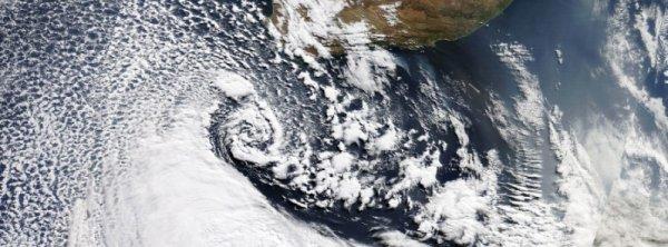 BIG ONE MONDIAL IMMINENT ET FIN DE VIE SUR TERRE: AFRIQUE DU SUD :  La plus mauvaise tempête  en 30 ans frappe Le Cap, causant au moins 8 décès