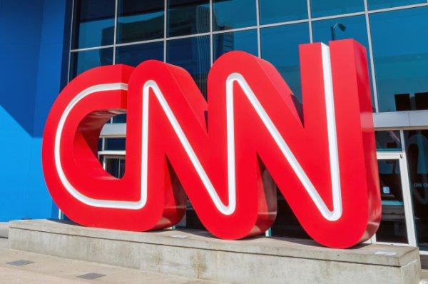 LE NOUVEL ORDRE MONDIAL SATANIQUE NAZI TREMBLE ! LE REVEIL DE LA FORCE EST EN MARCHE :  CNN pourrait faire face à un procès en diffamation de 100 millions de dollars à propos d'une fausse histoire (fake news)