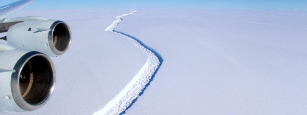 BIG ONE MONDIAL IMMINENT ET FIN DE VIE SUR TERRE ! ARRIVEE DE NIBIRU : Un iceberg soixante fois plus grand que Paris s'est détaché de l'Antarctique