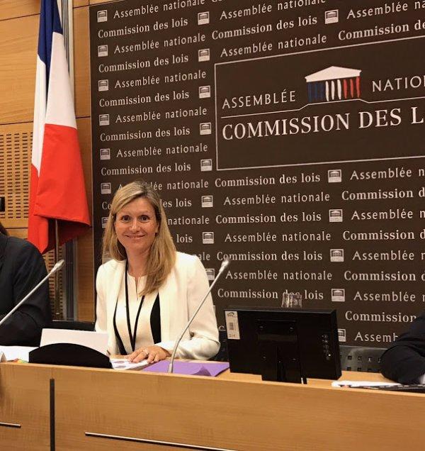 FIN DE LA FRANCE EN MARCHE : La présidente LREM de la commission des Lois de l'Assemblée ne sait pas ce qu'est un décret